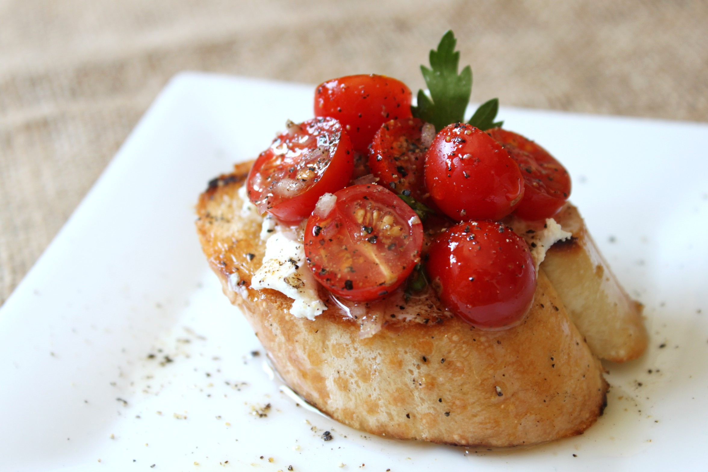 Sunkissed Tomato & Goat Cheese Toasts