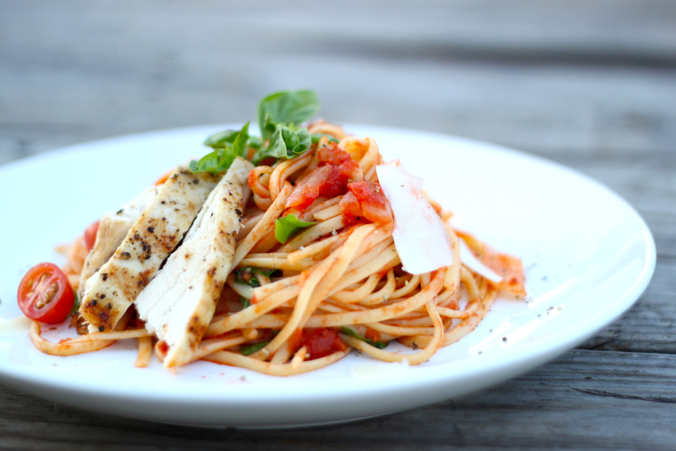 Dinner Tonight – Tomato Basil Linguine with Grilled Chicken
